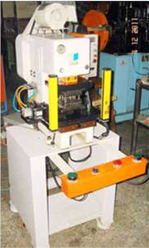 NEW GOLDPRO SEMI AUTOMATIC STAMPING CHAIN MAKING MACHINE for