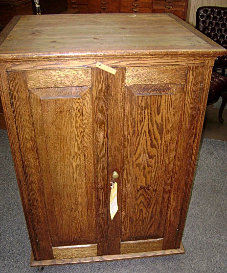 Tool side cabinet